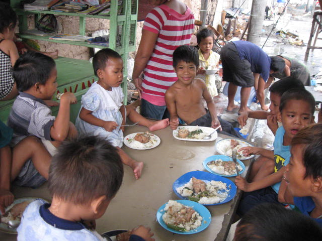 mealtime at the school in a cart in feb 2013