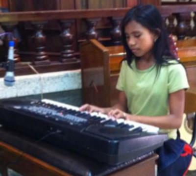 Dianne Farinas keyboard SIAC CM Apr 2015